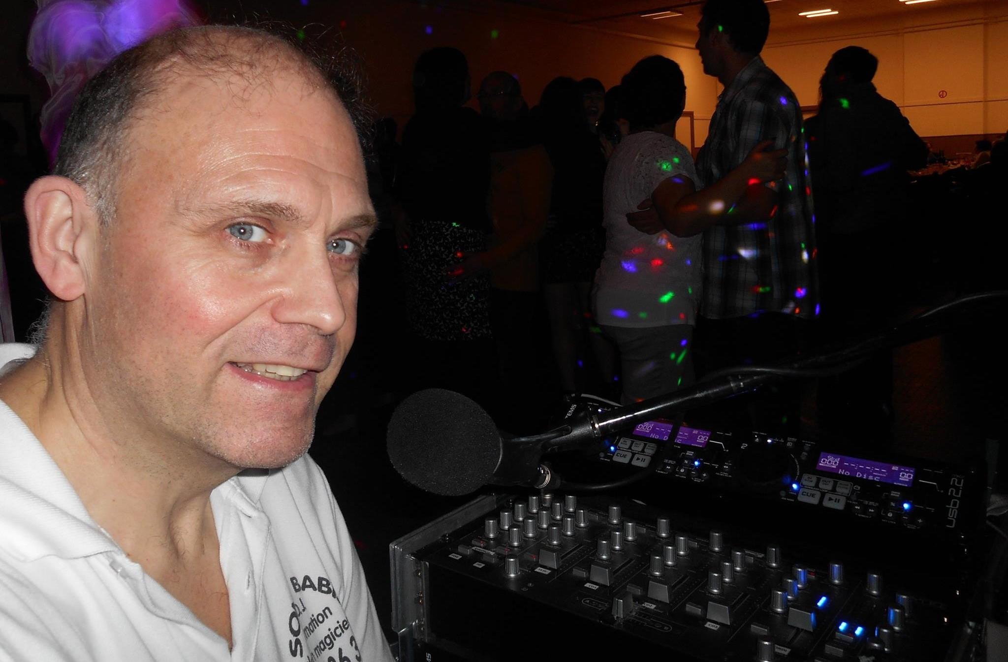 DJ SONO sono babis spectacle avec personnage pour anniversaire le tout par un artiste ultra polyvalent. ou fête d'enfant